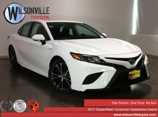 New 2019 Toyota Camry Hybrid SE w/accessories(see description)